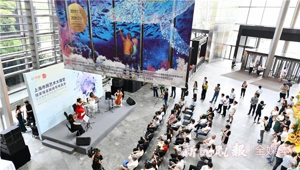 《彩云追月》奏响环球金融中心,在午间为白领们营造一方艺术天空