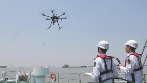 上海海事局无人机查获全国首起在航船舶使用高硫燃油案件