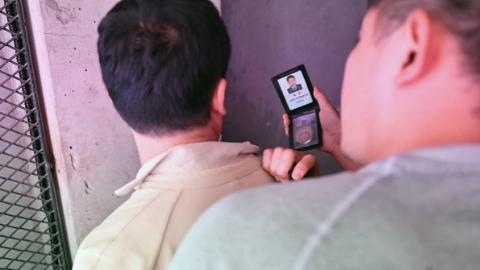 黄浦警方侦破一起特大合同诈骗案 案值达7000万元人民币 抓获18名犯罪嫌疑人