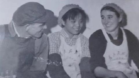 邻距离|晒晒我家老照片:纺织厂里挥洒青春 时尚中心追忆往昔