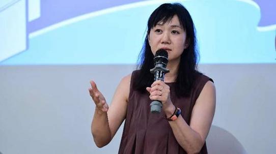 日本作家角田光代:追自己写的电视剧,看一集哭一集