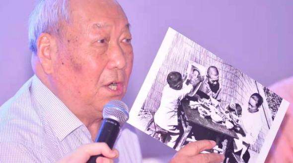 """""""跟踪摄影""""70年,这10户人家的家庭档案有新中国70年缩影"""