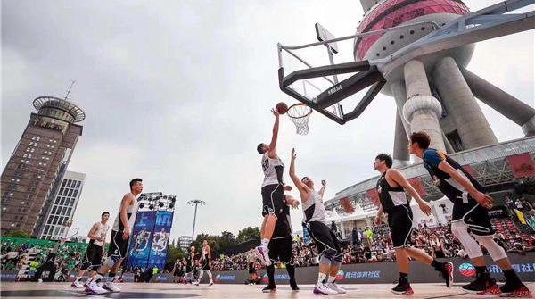 草根球手大显身手!昨天,一场男篮小世界杯在上海举行