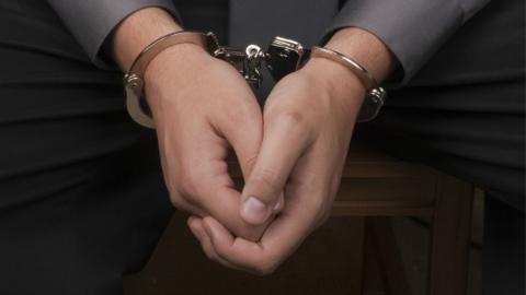 酒吧主管为赌博把贼手伸向酒吧仓库 窃酒养赌潜逃四年终被捕