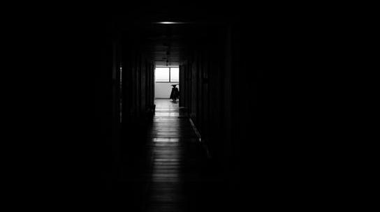 夜,内心的旋转门