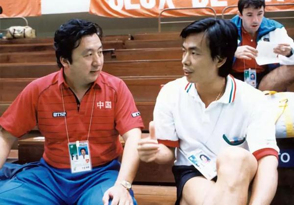 1989年第40届世乒赛,中国队总教练的许绍发动员在意大利队执教的蔡振华回国_副本.jpg