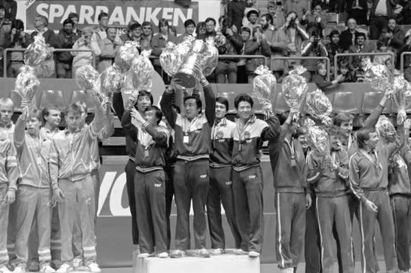 许绍发作为国家队总教练率队获得多个世乒赛冠军1_副本.jpg