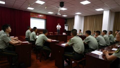 大型企业到军营举行退役士兵招聘会 希望多录用优质员工入职