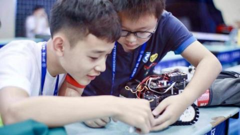 """传播诺奖精神,共建未来之城 首届""""临港杯""""青少年科技创新大赛启动报名"""