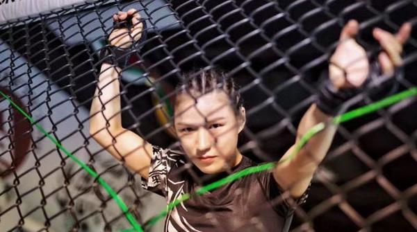 第一次,张伟丽向全世界拳迷展示中国女子格斗的魅力