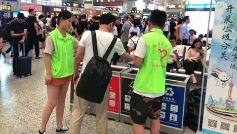 发挥专业特长 上海电机学院学生暑期宣传高铁文化