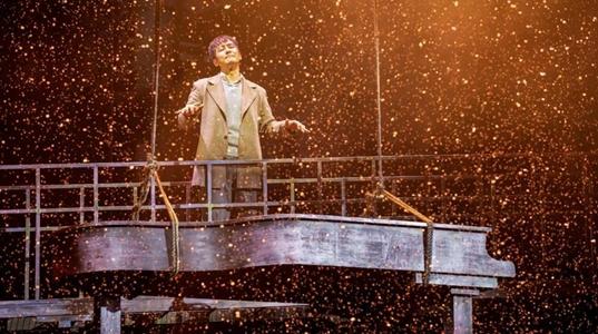 戏里造琴戏外生情 郭晓东7年后重登话剧舞台再演《钢的琴》
