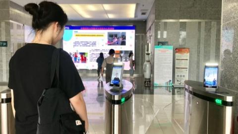 """新民快评丨高校""""试水""""教室人脸识别,是否滥用技术?"""