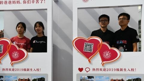 三对双胞胎携手逐梦 上海交大新生报到 实力诠释科技强国新生代