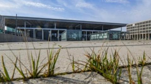13年没盖完的柏林新机场又传噩耗,现在竟然要拆掉重建!