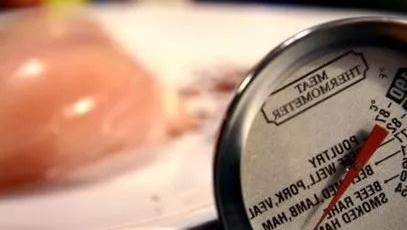 法国慈善界曝丑闻 300吨获赠鸡肉遭奸商注水