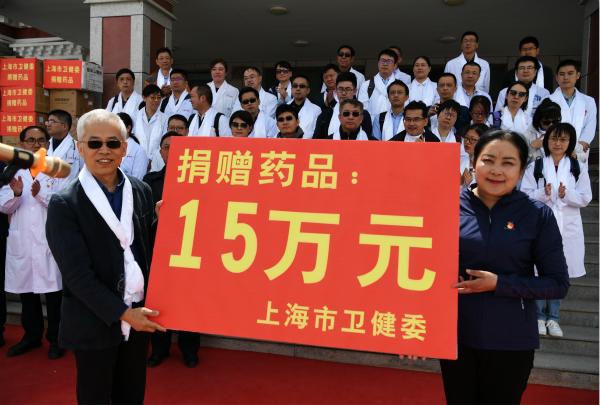 图说:上海市卫生健康委向果洛藏族自治州捐赠了15万元药品 采访对象供图.jpg