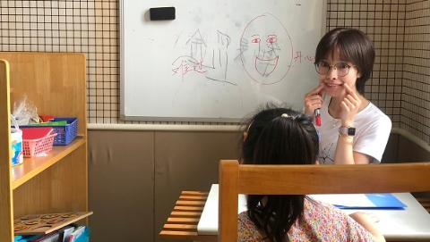 """宝山区培智学校为自闭症孩子建""""一对一""""教案 """"小蜗牛""""慢慢学会技能融入社会"""