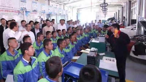 董云虎率上海市代表团赴新疆学习考察