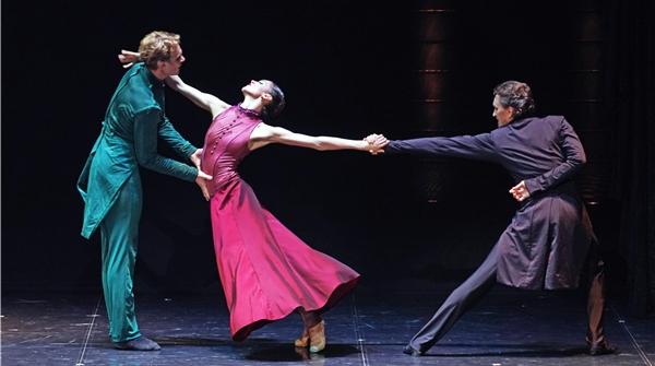 艾夫曼芭蕾舞团的《安娜·卡列尼娜》为何能让舞迷甘愿二刷三刷?