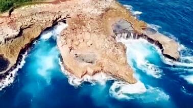 """9月15日起巴厘岛整改""""恶魔眼泪""""安保设施,呼吁游客暂停前往观光"""