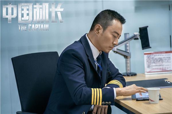 """英雄机长刘传亲自""""卖安利"""":希望大家到电影院去看《中国机长》"""