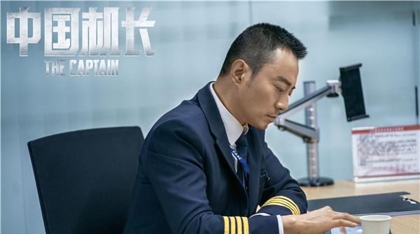 """英雄机长刘传健亲自""""卖安利"""":希望大家到电影院去看《中国机长》"""