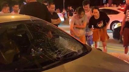 轿车与行人相撞 一人不幸身亡