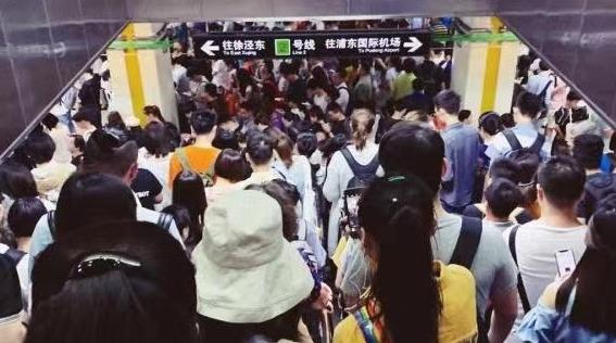 今早地铁2号线发生车门故障 列车限速运行半小时后恢复