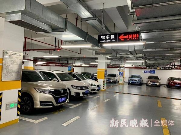 芦恒路枢纽的P+R停车场有550个泊位,全上海最大(曹刚 摄).jpg