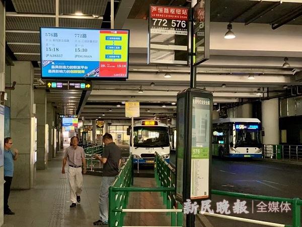 8条公交线路入驻芦恒路枢纽,每天发送乘客约6万人次(曹刚 摄).jpg