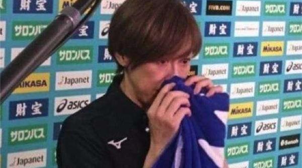"""教练哭了球迷怒了!号称要""""奥运夺金""""的日本女排又输了……"""