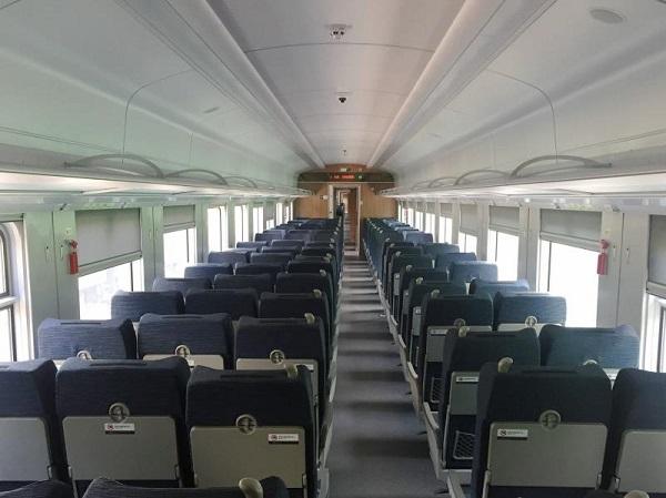 CR200J复兴号动力集中型动车组(短编组)二等座车厢内观.jpg