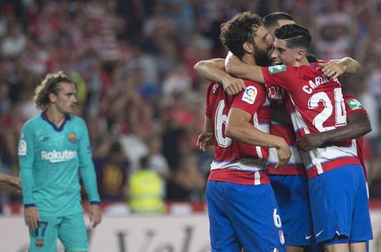 两球不敌升班马格拉纳达 梅西复出难救主巴萨遭受25年最差开局
