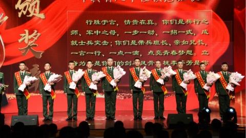 武警上海总队一口气为50人颁奖:有官兵还有军嫂……