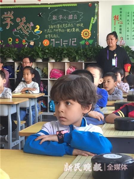 喀什市阳光幼儿园的孩子通过围棋软件学习围棋2.jpg