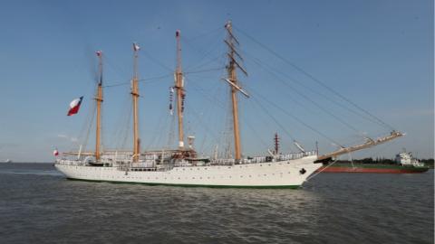 """智利海军""""艾丝美拉达""""号风帆训练舰访问上海"""