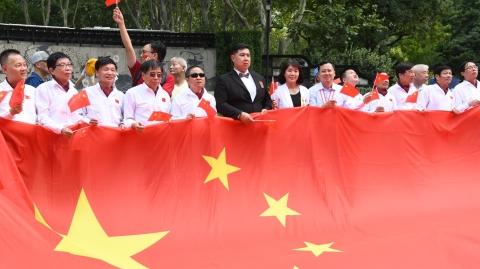 """上海残疾人""""快闪""""迎国庆 同唱心中最美的歌"""