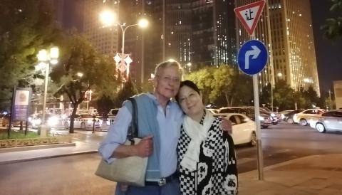 中德夫妇盛赞巨变:娶了上海姑娘的德国丈夫专程陪妻子来北京看盛典