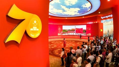 风雨兼程 方见星辰大海 厚积薄发 共铸辉煌成就:庆祝中华人民共和国成立70周年大型成就展侧记