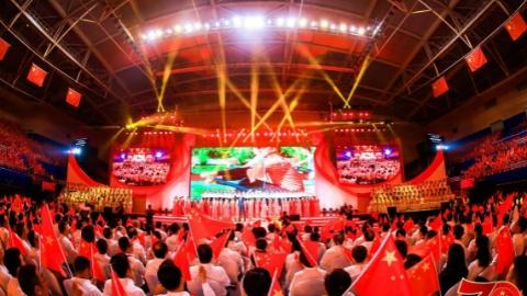 浦东新区庆祝新中国成立70周年群众歌会:5000名干部群众齐声飙歌