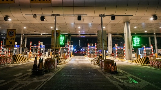 全国高速公路切换新系统 跨省不必再刹车 排队务必看清道