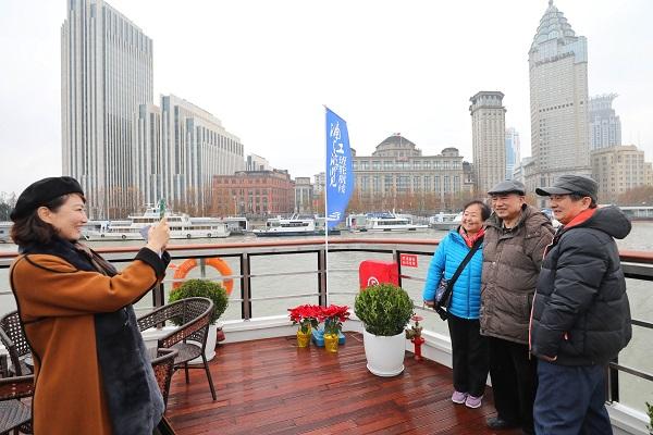 浦江游览班轮航线吸引众多游客2.jpeg