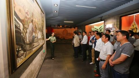 """【新春走基层】老区5年36个贫困村""""摘帽"""" 上海警备区寻根反哺出大力"""
