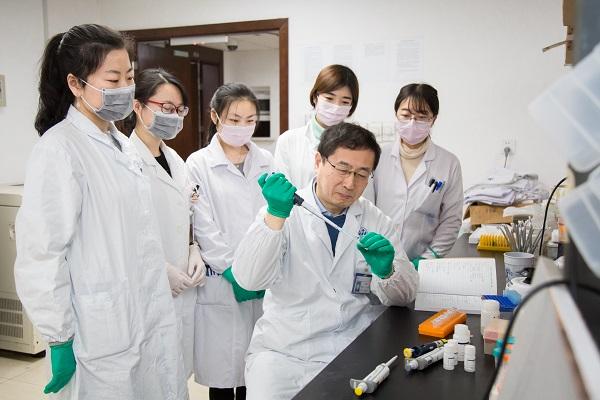 上海仁济医院研究团队发现:小檗碱可预防结直肠腺瘤肠镜下切除后复发