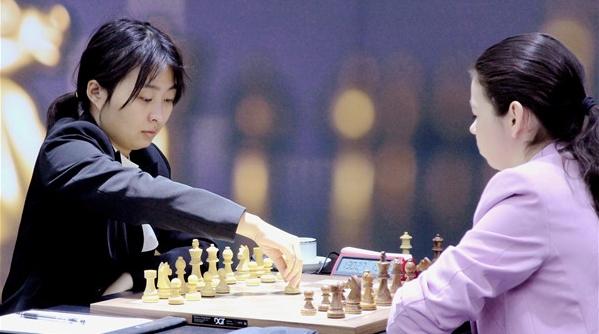 国际象棋棋后卫冕战第四局 棋后居文君迎来首场胜利