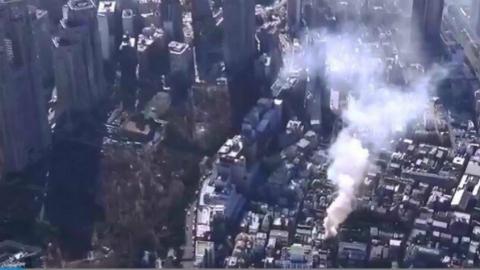 日本东京新宿人员密集区突发大火 19辆消防车赶往现场