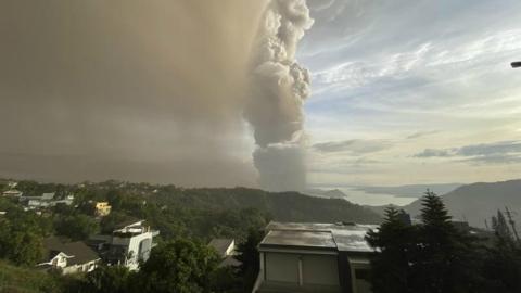 塔阿尔火山灰喷发导致马尼拉国际机场暂停航班起降