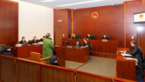 农业银行审计局上海分局原副局长马路受贿、贪污案一审开庭