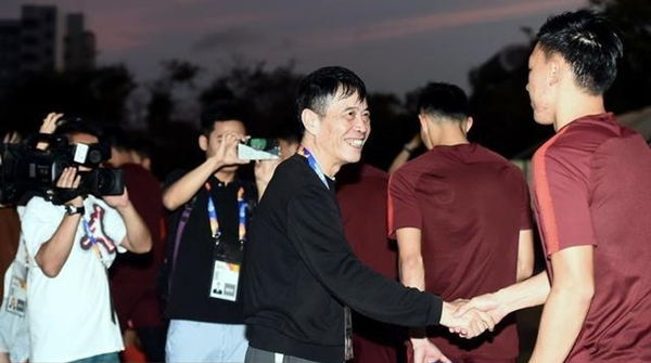 陈戌源赛后鼓励国奥队员:未来你们还要冲击世界杯